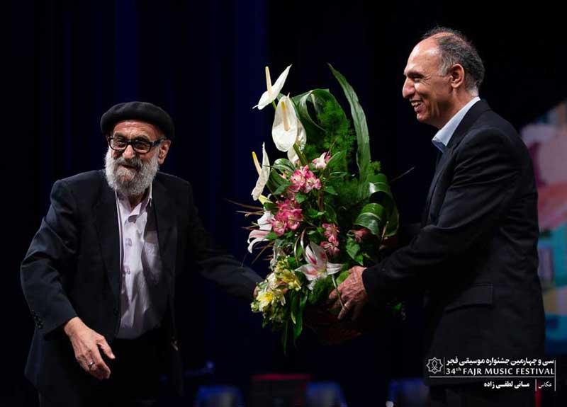 محمد اسماعیلی با یاد فرامرز پایور روی صحنه رفت – اجرای استاد در ستایش استاد