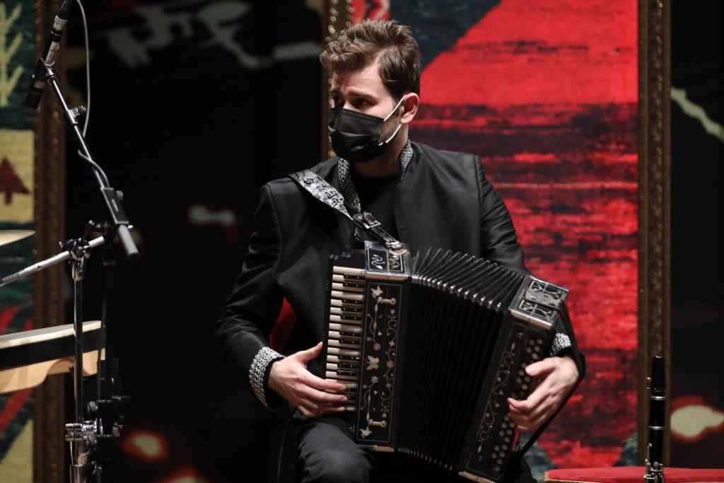 اجرای گروه وحید اسداللهی/سی و ششمین جشنواره موسیقی فجر
