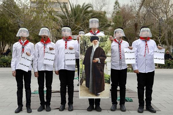 اجرای سرودهای انقلابی در پهنه رودکی